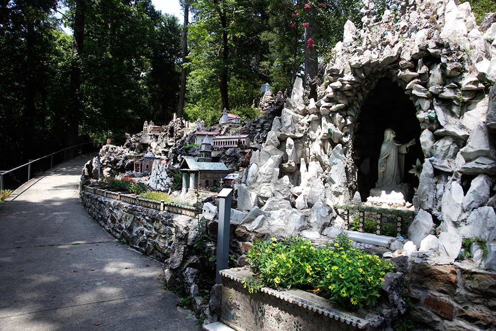 ave-maria-grotto-11